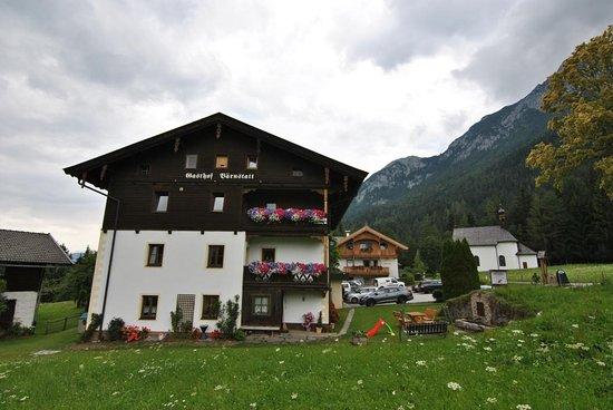 Alt- + Neubau samt Kapelle