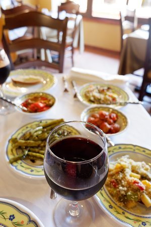 San Marco D'Alunzio, Italia: local wine and typical vegetarian antipasti