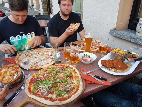 Adenau, Jerman: nice and very large pizza's