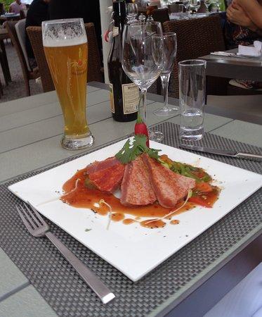 Stäfa, Suiza: Rosagebratener Thunfisch