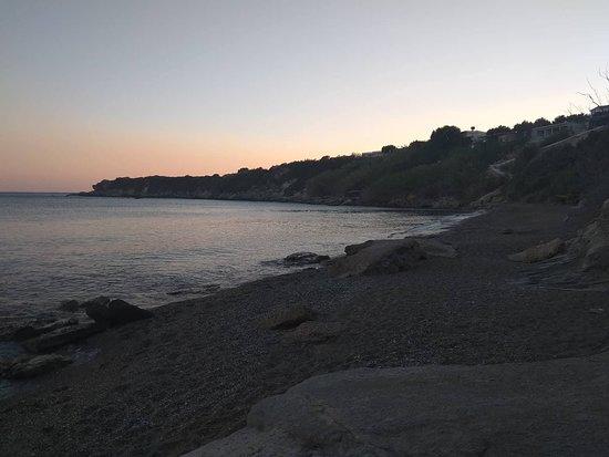 Ferma, اليونان: η παραλία ακριβώς κάτω από το ξενοδοχείο