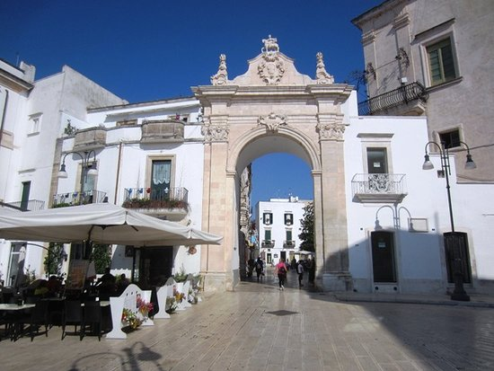 Martina Franca, Itálie: Entrance into old town