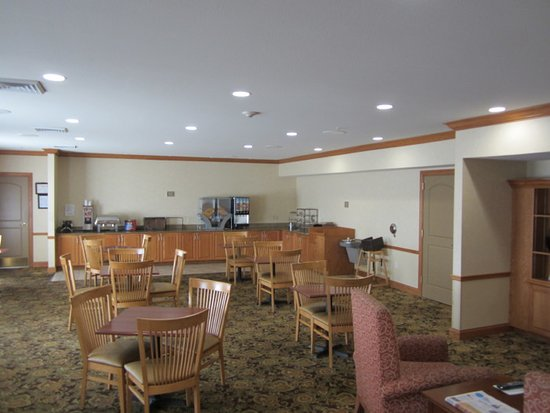 Country Inn & Suites by Radisson, St. Peters, MO: Breakfast Room Empty