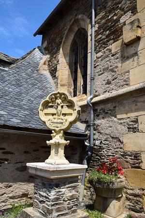 Eglise Saint Fleuret: ο πέτρινος σταυρός