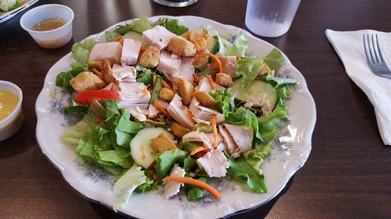 Rocky Mount, VA: Lunch Salad with Chicken