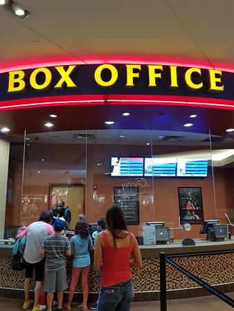 Regal Cinemas Broward Stadium 12 and RPX (Plantation) - Book in