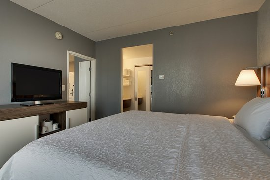 Hampton Inn and Suites Chicago / Aurora Photo