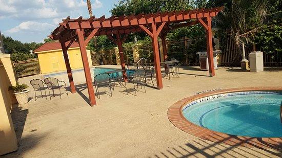 La Quinta Inn & Suites Brookshire Photo