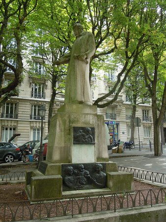 Statue d'Eugene Carriere