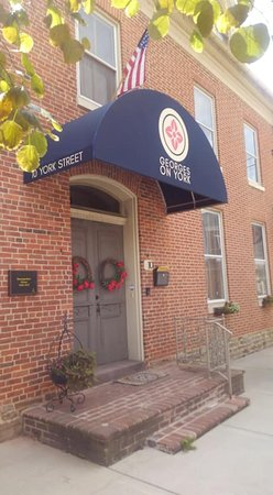 Taneytown, MD: Welcome to Georges on York Bed & Breakfast. Our front entrance.