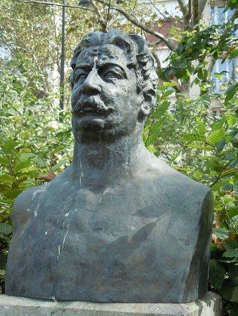 Statue de Jose Enrique Rodo