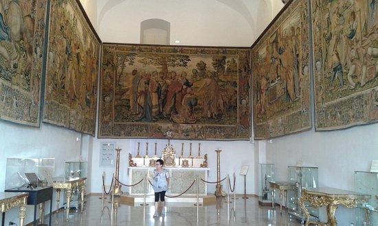 Santuario Della Santa Casa : una sala del museo