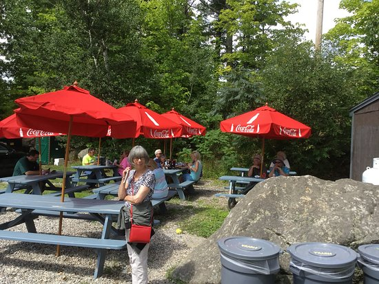 Larson's Lunch Box: Picnic tables for outside dining only. No inside seating.