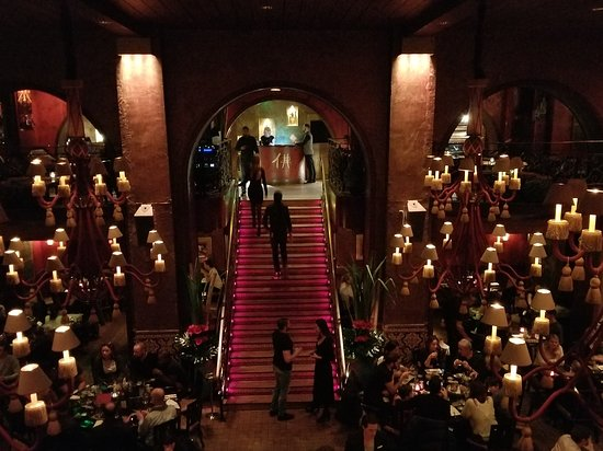 Buddha Bar: Stairwell to the restaurant