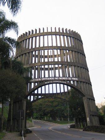 Salini Turismo Ltda: PIPA PÓRTICO (PONTO TURÍSTICO DE BENTO GONÇALVES )