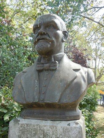 Statue de Justo Sierra