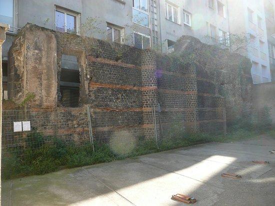 Mur des Sarrazins