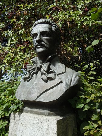 Buste de Juan Montalvo
