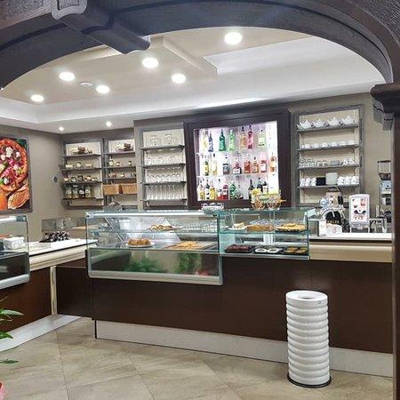 Rocca di Capri Leone, อิตาลี: Il nuovo Bar Pasticceria Frisenda