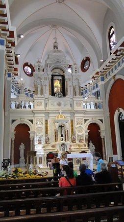 El Cobre, Kuba: el interior de la basilica