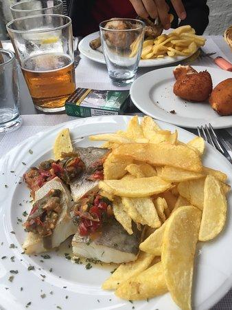 Vera de Bidasoa, Испания: Morue, croquettes et poulet frites pour le fiston, buenisimo!