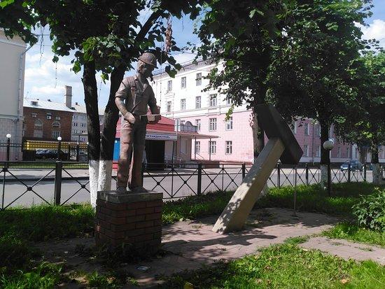 Hammer Monument
