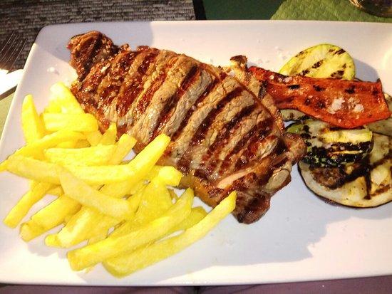 Iguana Bar & Restaurant Image