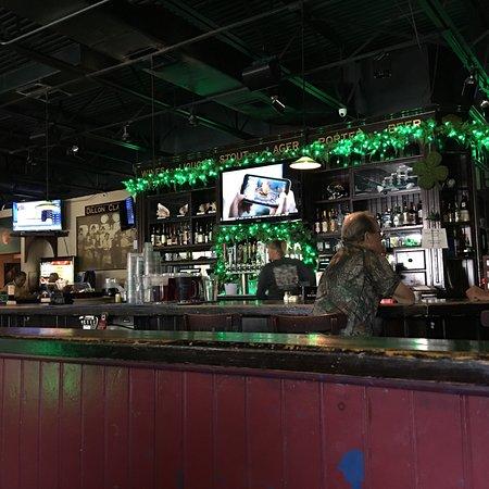 Dillon's Pub and Grill: photo0.jpg