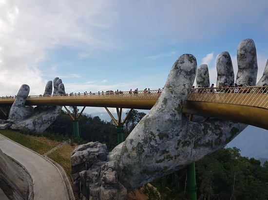 Da Nang, Vietnam : Golden Bridge
