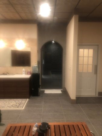 Butler, NJ: Mens Locker Room With Entrance To Wet Area