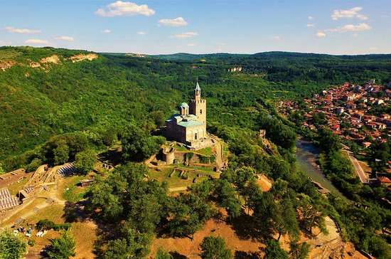 Tour to Veliko Tarnovo and Hotnitsa...