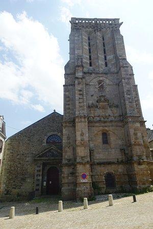 Église Saint-Mathieu: la chiesa da fuori