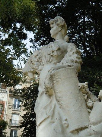 Statue La Montmartroise