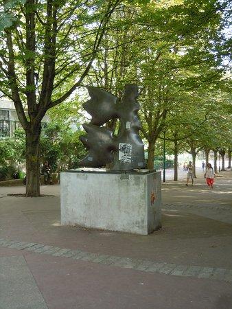 Sculpture Uranus