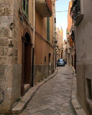 Conversano, Ιταλία: Vicolo centro storico_large.jpg
