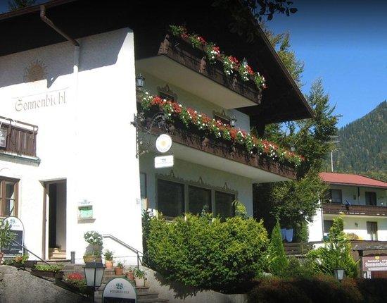 Oberwossen, Tyskland: Gasthof vom Parkplatz/Straße