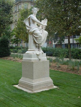 Statue l'Histoire Inscrivant le Centenaire