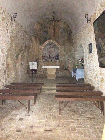 San Vincenzo Valle Roveto, Italy: nella zona presbiteriale sono ancora visibili tracce di un dipinto raffigurante la Pietà
