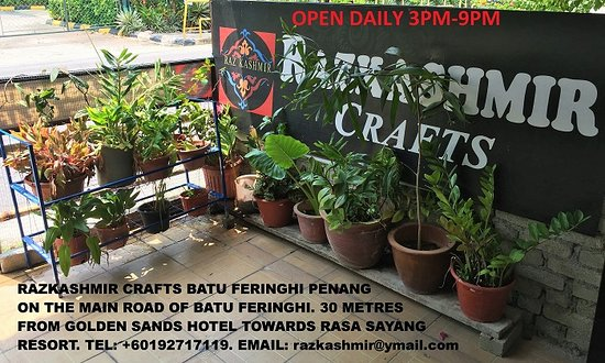 Batu Ferringhi, Malaysia: located on the main road of batu feringhi, 30metres from Golden Sands Hotel towards Rasa Sayang