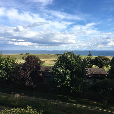 Lundin Links, UK: Beautiful views over the golf course and the Firth of Forth.