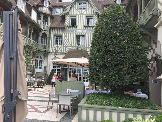 Le Bar de l'Hotel Barriere Le Normandy Deauville Photo
