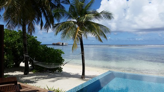 Falhumaafushi: Beach pool villa