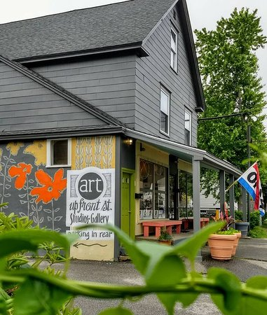 Exeter, NH: Artist's collective and gallery. 8 working studios. Contemporary art.