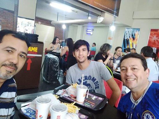 Burger King: SALÓN COMEDOR, ALMUERZO.