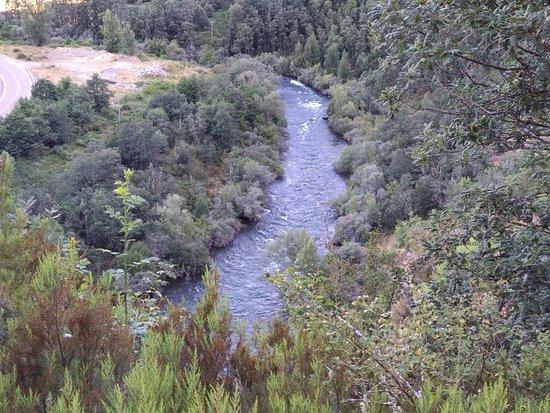 Riano, إسبانيا: Rio Esla, a la altura de Las Salas