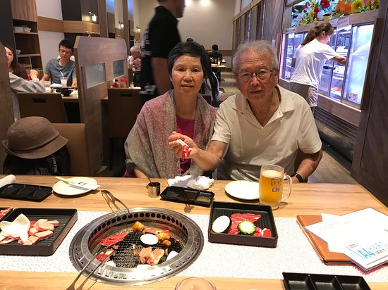 Yakiniku No Ganaha Shinkan: Meats are delicious. We picked what we need each round.