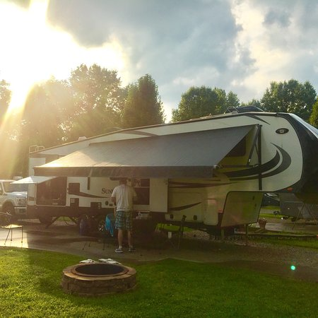 Buckeye Lake, OH: Deluxe patio sites