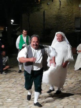 Colobraro, Italia: Una coppia esilarante...