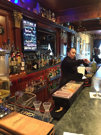 The Brentwood Restaurant & Wine Bistro: The Bar