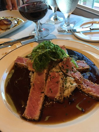 The Brentwood Restaurant & Wine Bistro: Ahi Tuna with Seaweed Salad with Jasmine Rice